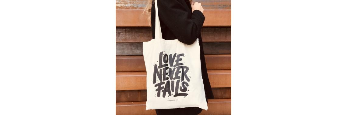 Beutel Love never fails